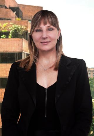 Claudia Dangond Gibsone